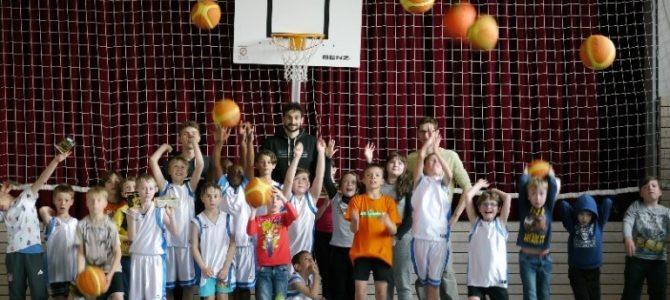 Training für die Härtenfüchse Basketball AG der Härtenschule Mähringen